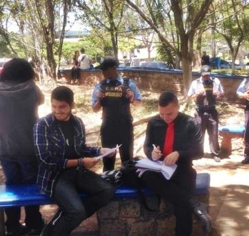Guardias molestan estudiantes que se encontraban realizando sus tareas